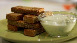 Чесночные гренки с соусом и сыром (закуска)
