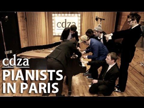 7 בחורים מנגנים על פסנתר אחד