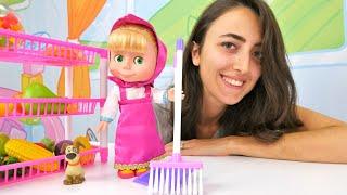 Mascha und Sevcan räumen auf und putzen. Spielspaß mit Puppen.