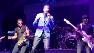 Babyface singing a medley of 17 hit songs (Concert Performance)