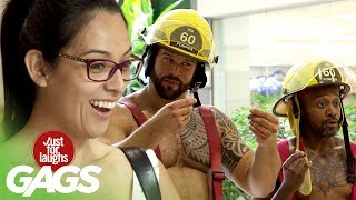 farse pompierii fac striptease