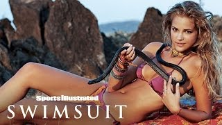 Esti Ginzberg Plays With A Cobra In India | Getting The Shot | Sports Illustrated Swimsuit