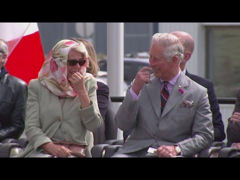 Принц Чарльз и его жена хохотали под пение индейцев