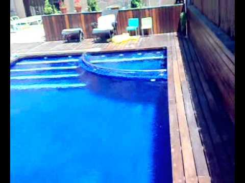 aysapisinas piscinas de obra y Gunitados focos LED borde madera con escalera y jacuzzi azlaf