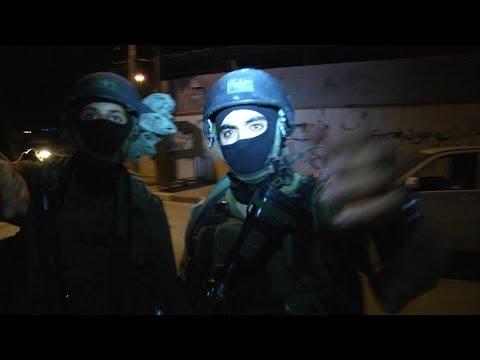 بالفيديو: الإحتلال يعتقل مواطن ويعتدي على الصحفيين وإصابات في مخيم طولكرم