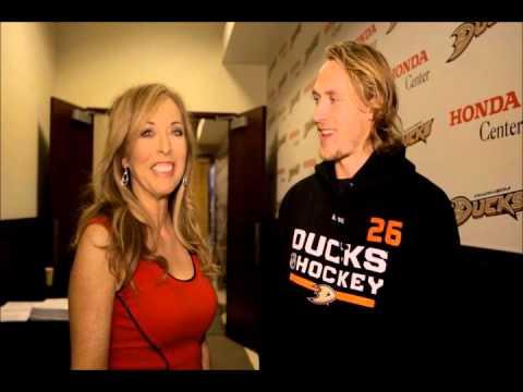 Linda Cohn Pregame interview with Carl Hagelin