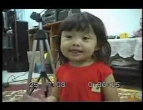 Amazing baby girl singing