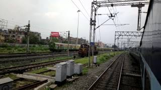 preview picture of video 'View of train arrivals departures at Howrah from 15235 Howrah - Darbhanga Express .'
