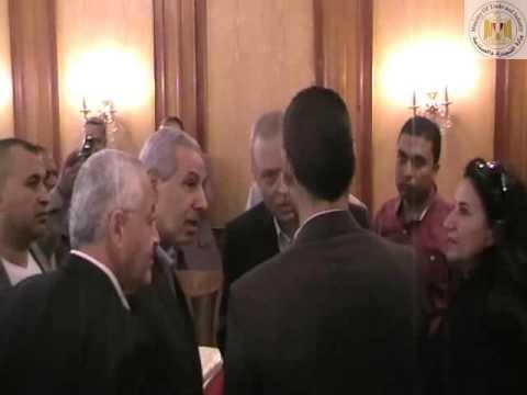 الوزير/طارق قابيل يسلم عقدين رعاية لشابين مبتكرين من رواد الأعمال