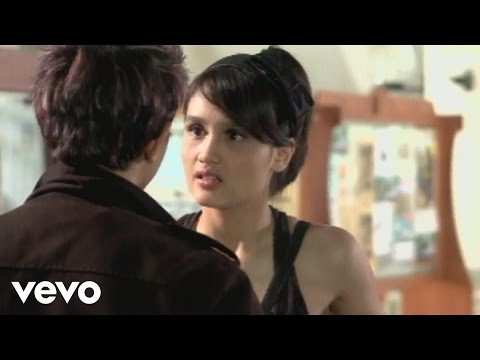 Cinta Laura - Cinta Atau Uang (Video Clip (Insertion Ver))