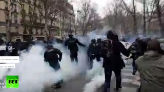 Inside brutal Paris clashes: Chaos & tear gas as thousands protest labor reform