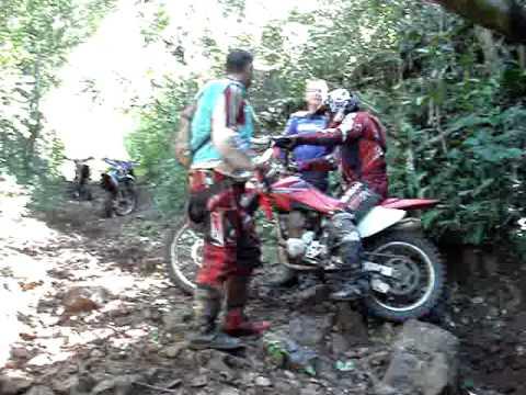 BIBI 79 na trilha em Carlos Barbosa (vidi tentando subir e bola dando uma viradinha basica..)