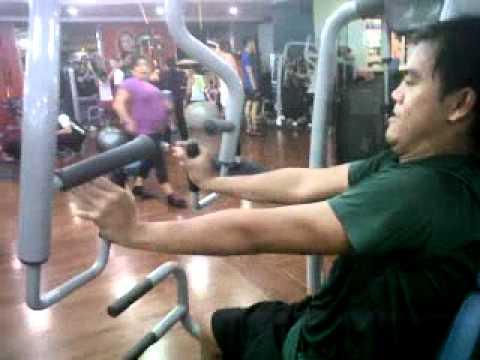Kung paano dagdagan ang dibdib fitness