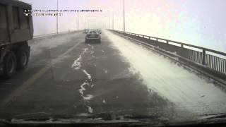 Смотреть онлайн Смертельная авария на мосту зимой 2014