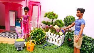 Muñecas de Barbie limpian la casa. Vídeos para niñas.