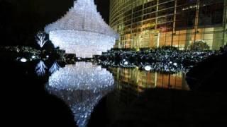 六本木の毛利庭園にUFOが!?~クリスマスイルミネーション2010~