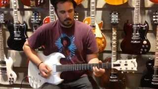 VIDEO-Edwin Denninger-Demoing a Gibson SG Baritone