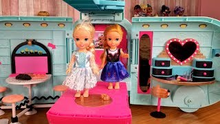 Surprise toy ! Elsa and Anna toddlers - lol dolls