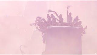 Французский триколор в небе и дымовая завеса на земле: Париж встречает чемпионов мира по футболу