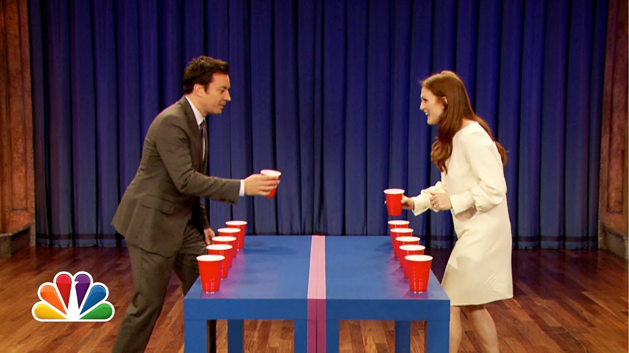 Flip Cup with Julianne Moore (Late Night with Jimmy Fallon) thumbnail