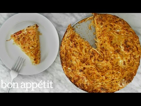 Mac And Cheese Pie Is A Tasty, Indulgent Dish Anyone Can Make