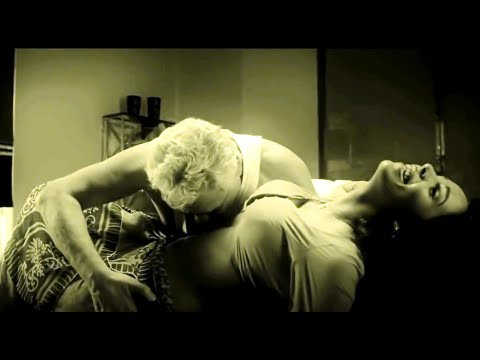 Download Uncensored Uncut Bollywood Hot Item Spicy Video Song Mallika Sherawat Dirty Politics Chal Dum HD Mp4 3GP Video and MP3