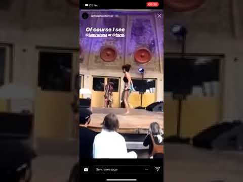 49eabc82f4e14 بالفيديو مغنية سعودية تقرأ الفاتحة بملابس شبه عارية أثناء الرقص