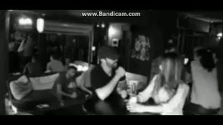 Изралитянка дает отпор трем мудакам в баре