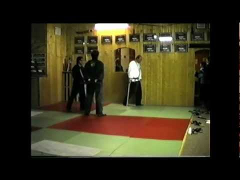 Kampfsport Bruchtest mit leichter Panne Martial break test with a slight mishap combat