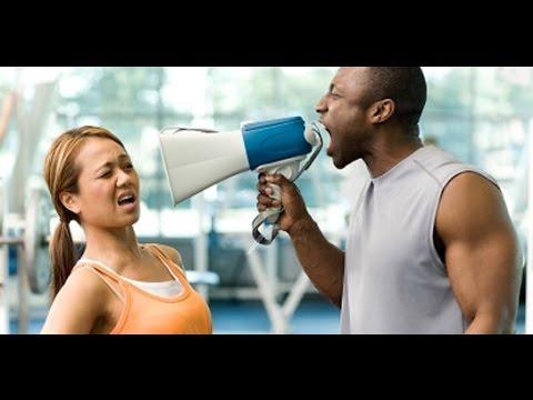 Los ejercicios para quemar la grasa sobre las caderas y las nalgas
