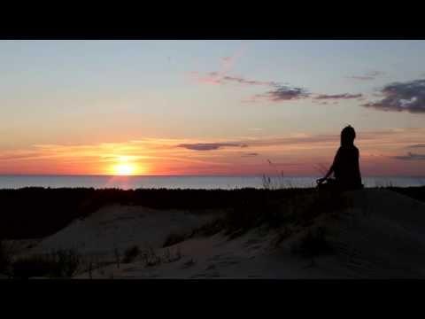 Guru Mai Ram Devi OM meditacija palydint Saulę
