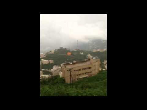 صاعقة تفاجئ مواطناً أثناء تصويره أمطار فيفاء .