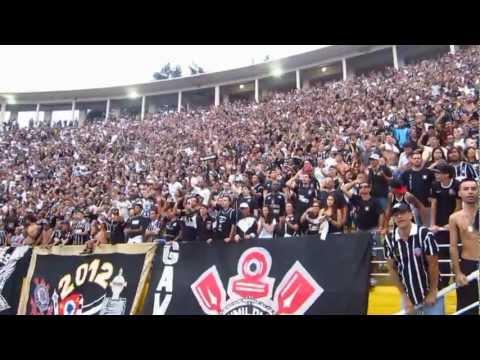 Show da torcida do Corinthians nas arquibancadas contra o São Bernado