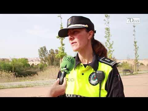 LA POLICÍA LOCAL DE BADAJOZ CONTROLA LA POBLACIÓN CANINA