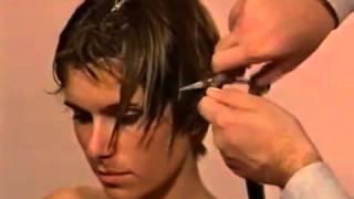 Смотреть онлайн Женская стрижка для коротких волос