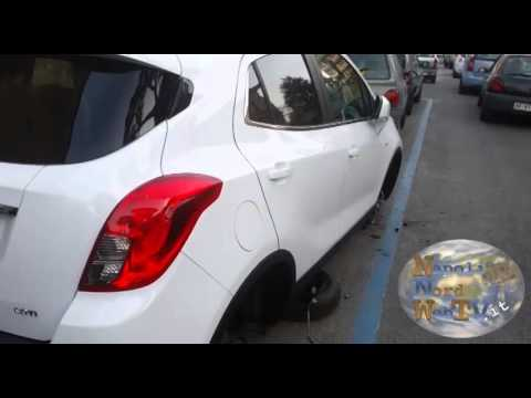 Giugliano, ladri in azione: rubati gli pneumatici di una vettura in via Labriola. GUARDA IL VIDEO