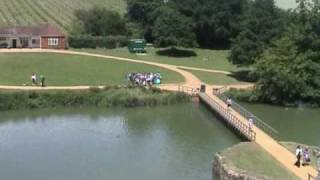 preview picture of video 'Bodiam Castle at East Sussex...'