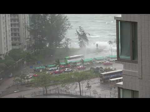 Разрушительный тайфун Тяньгэ в Гонконге (2 видео)
