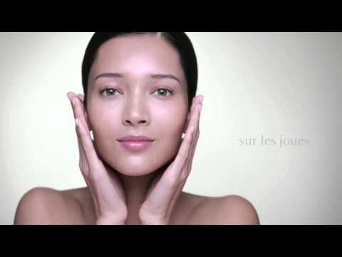 Die kosmetischen Mittel für die Säuberung der Poren auf der Person