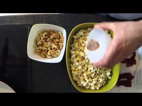 let's bake: karamelisiertes Popcorn mit Cashewkernen und Wallnüssen