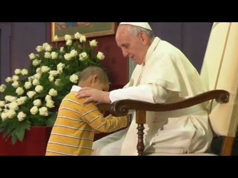Pope Francis: Boy interrupts Pontiff's speech