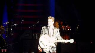 "Chris Isaak ""Can't Help Falling in Love with You"""