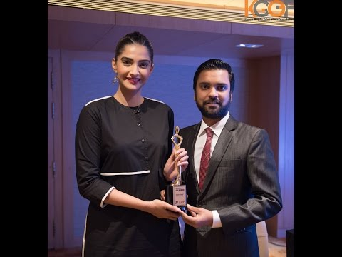 Sonam Kapoor receives I AM WOMAN Women Empowerment award for Neerja