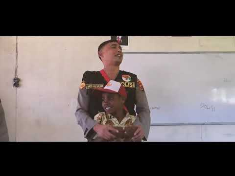 Polisi Pi Ajar di SD YPPGI Erogama Kabupaten Puncak