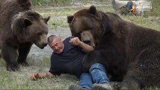 Imagini inedite: Urșii, parteneri de joacă