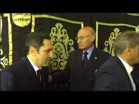 لحظة وصول علاء مبارك لعزاء إبراهيم نافع