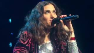 <b>Idina Menzel</b>  Hilarious Conversation With Security Guard In Houston