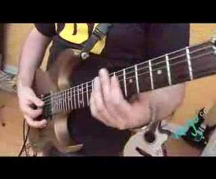 Guitarist plays Smoke On The Water by Deep Purple