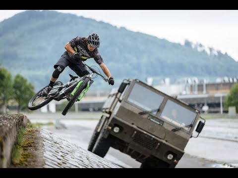 Rock Machine E-Bike vs TATRA CARGO Vehicle Race in Kopřivnice