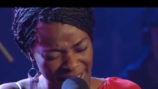 Luz Casal y Concha Buika cantan Sombras